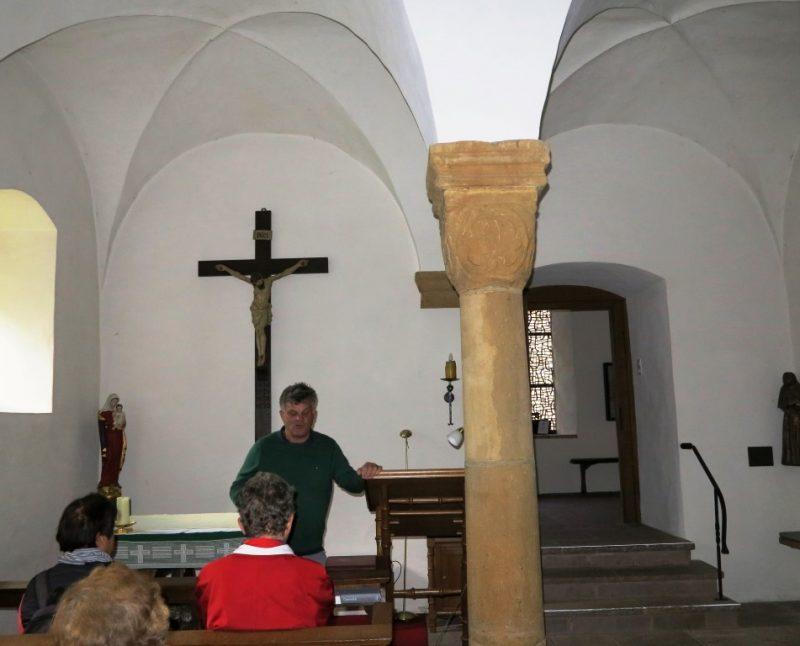 Klaus Böhmer erklärt die Geschichte des Klosters