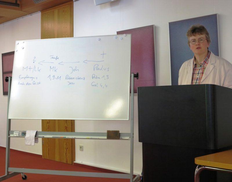 Dorothee Mann bei ihrem Vortrag