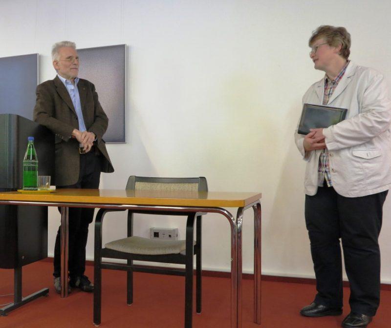 Begrüßung von Prof. Bernhard Lang durch Dorothee Mann, Die Hegge