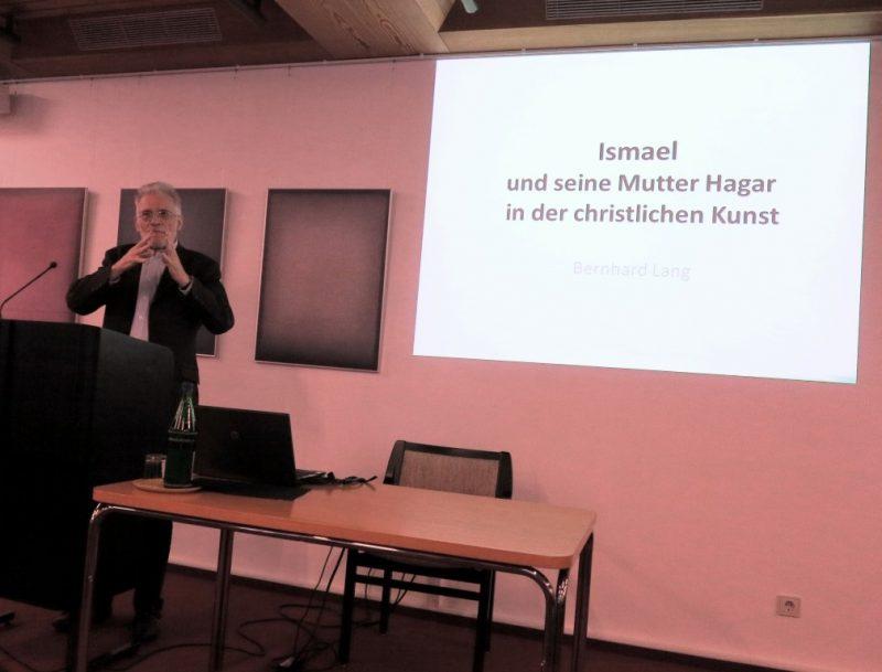 Prof. Lang bei seinem Vortrag