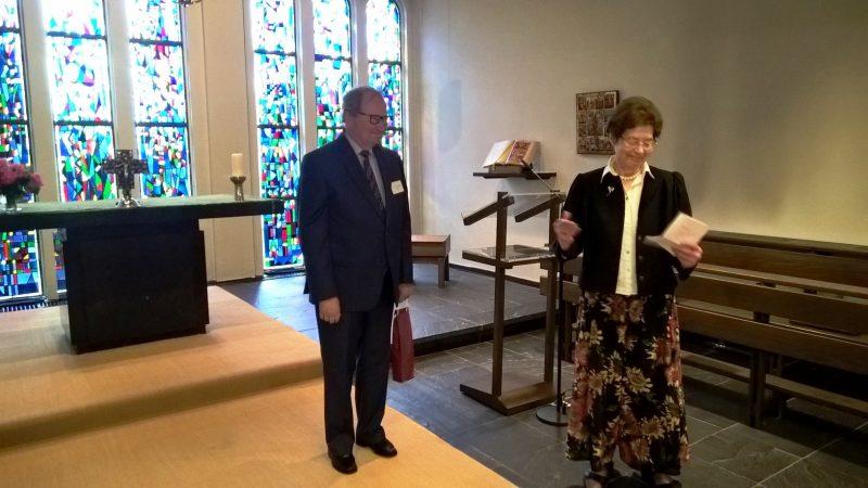Dr. Anna Ulrich bedankt sich bei Dr. György Hajós für das tolle Orgelkonzert