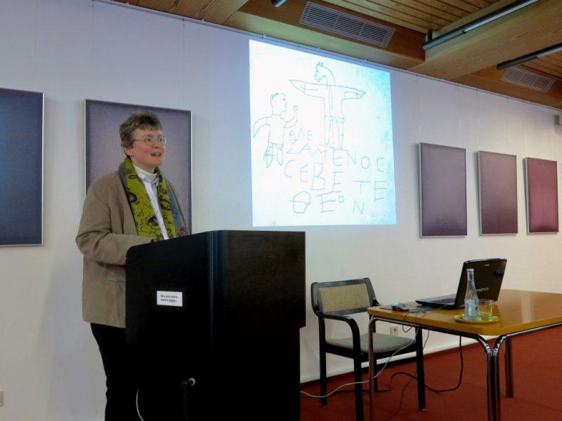 Lic. theol. Dorothee Mann, Die Hegge, bei ihrem Vortrag