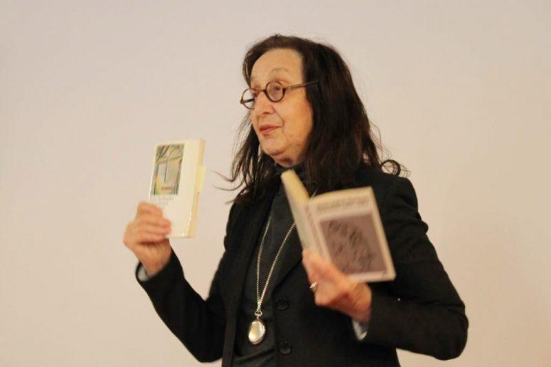 Fr. Prof. Dr. Goodman Thau liest Gedichte