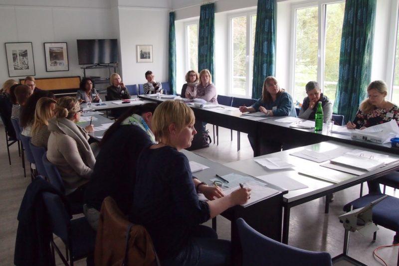 Arbeitsrunde der Teilnehmerinnen und Teilnehmer
