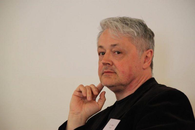 Der Moderator Dr. Holger Brülls, Halle