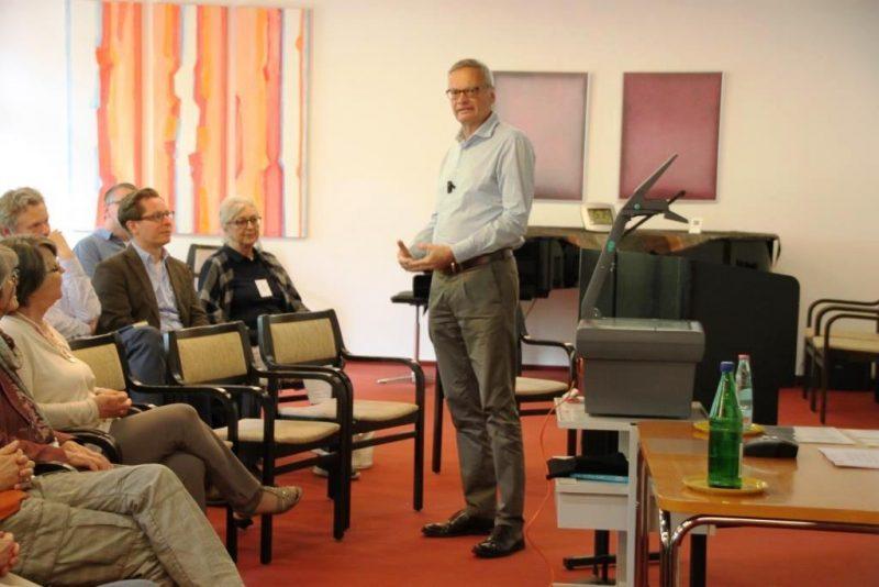 Dr. Helmut Föller, FrankfurtM., beim Vortrag