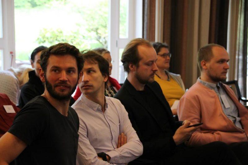 Während der Diskussion