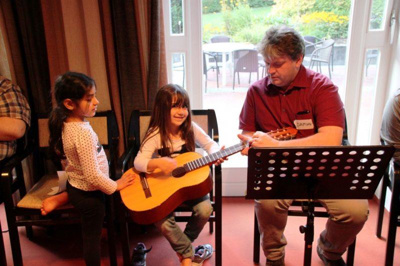 Damian Lazarek , Die Hegge: Mit Musik geht alles besser