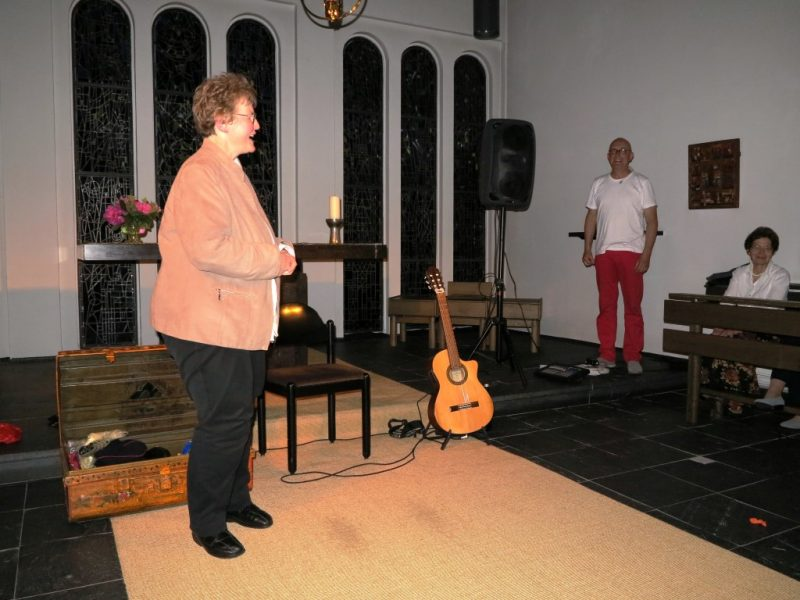 Frau Dorothee bedankt sich bei Martin Funda für den gelungenen Auftritt