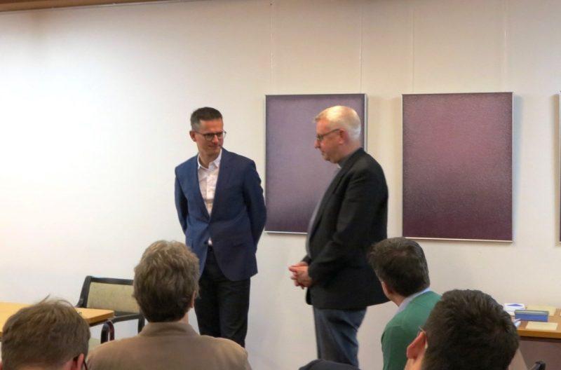 Pfarrer Heinz Erdbürger im Gespräch mit Dr. Carsten Linnenmann