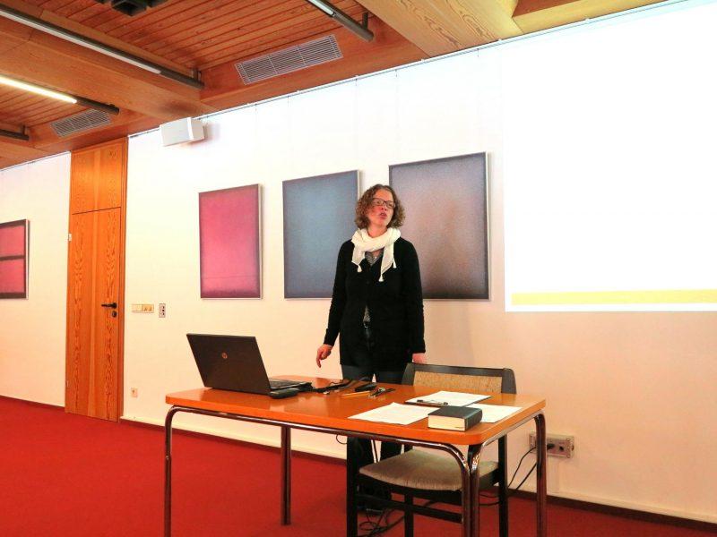 Dr. Anne Kirsch bei ihrem bibeltheologischen Referat: Diakonisch Handeln