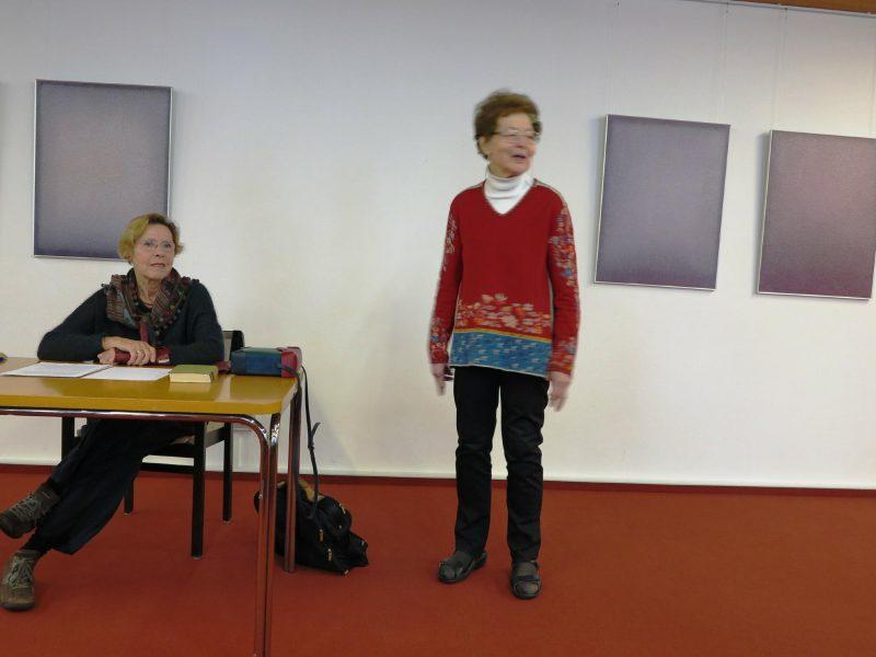 Frau Anna begrüßt Gerlinde Hennecke