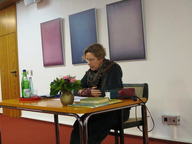 """Gerlinde Hennecke bei ihrem Vortrag"""" Die Hl. Cäcilia oder die Macht der Musik"""""""
