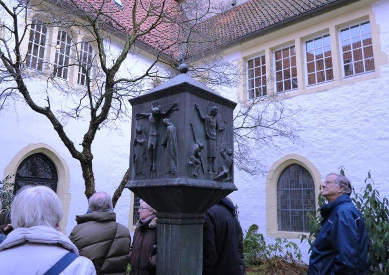 Im Innenhof des Franziskanerklosters