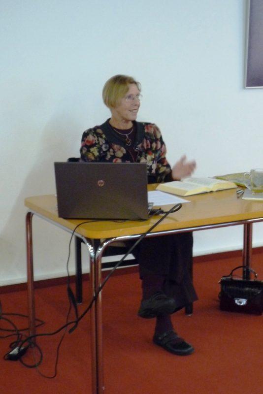 Die Literaturexpertin Gerlinde Hennecke