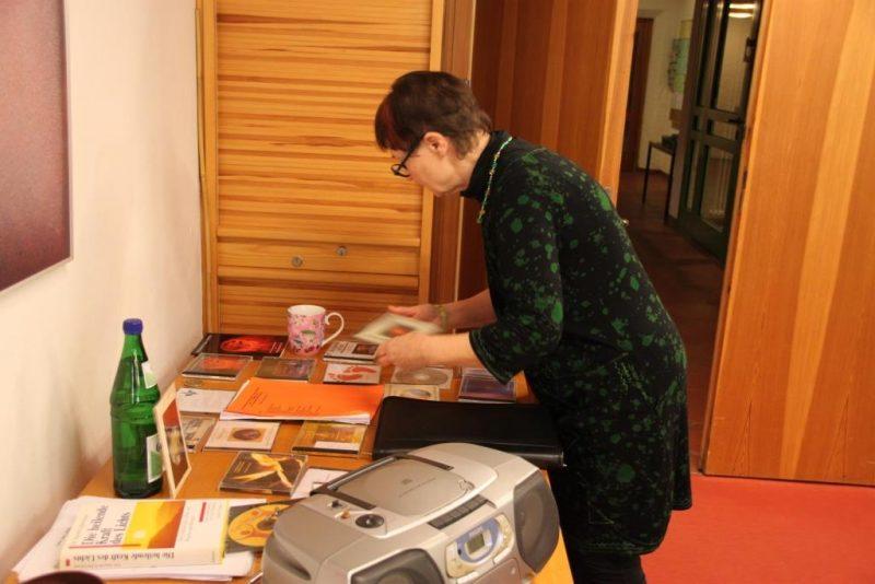 Petronella Dux bei der Vorbereitung