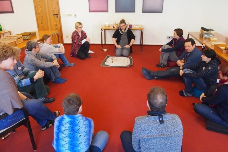 Im Teilnehmerkreis - aufmerksames Zuhören und Ergünden