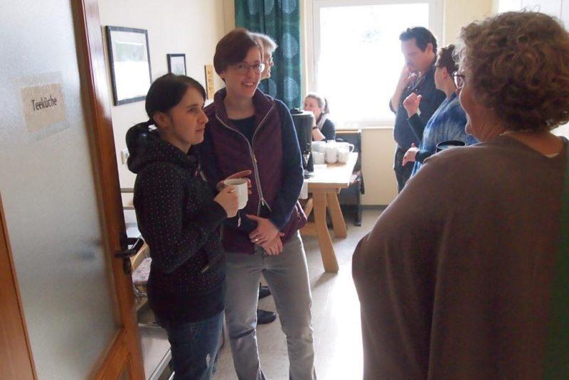 Pausengespräche bei Kaffee und Tee