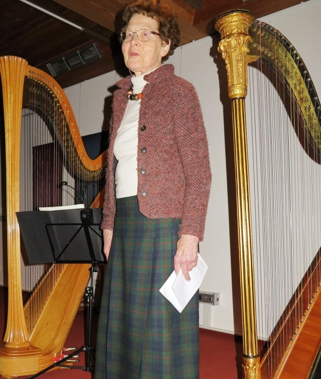 Dr. Anna Ulrich, die Hegge, begrüßt die Zuhörer