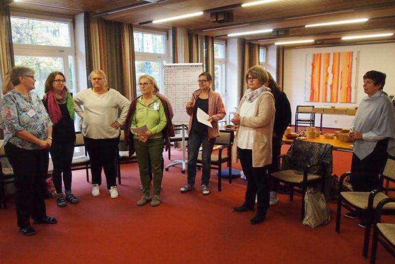 Teilnehmerinnen erlernen Godly-Play