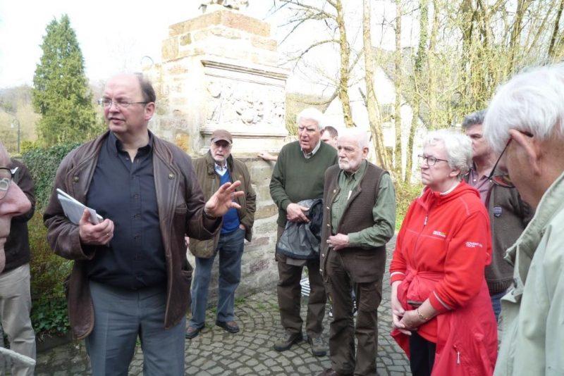 Hans Hermann Jansen erläutert die Klostergeschichte