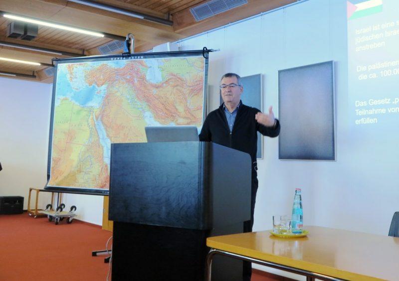 Prof. Natour bei seinem Vortrag