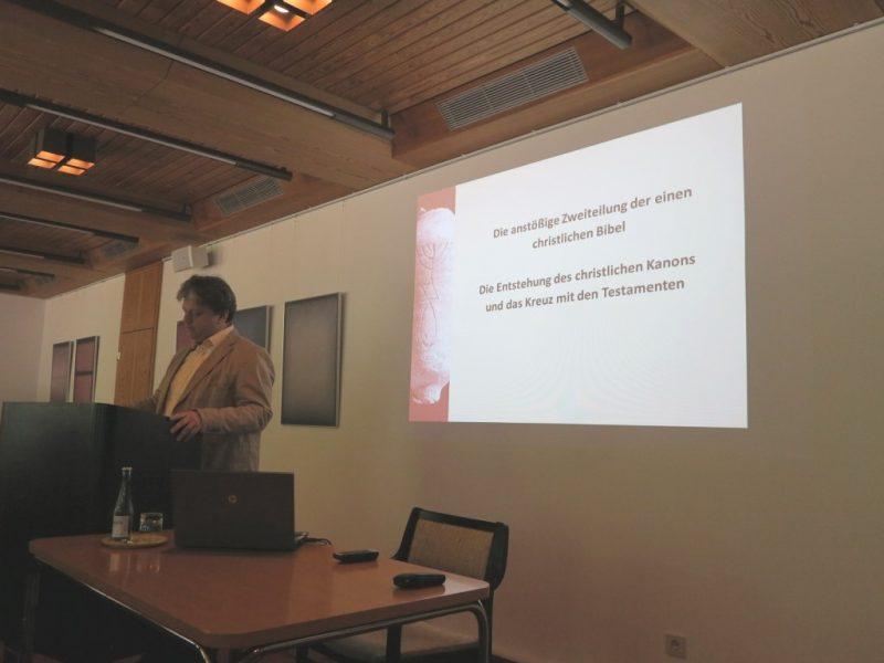 Damian Lazarek bei seinem Vortrag