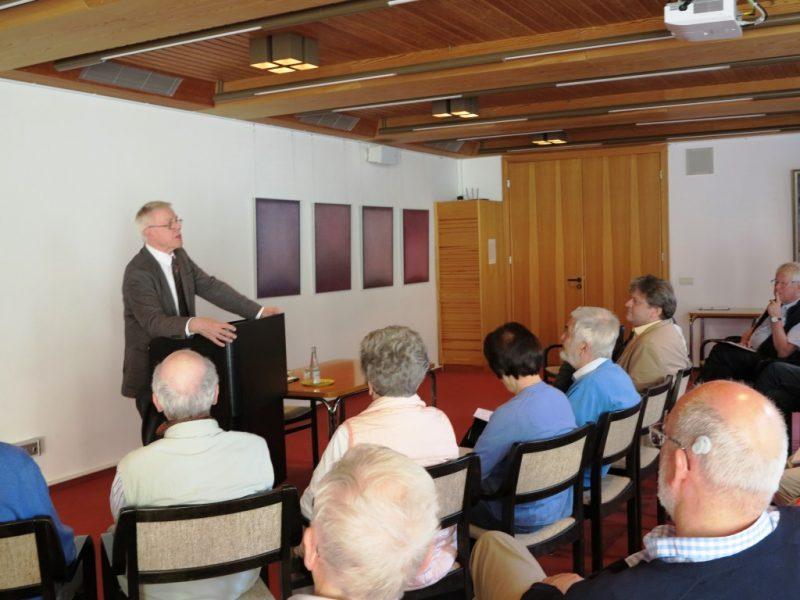 Dr. Norbert Ernst referiert