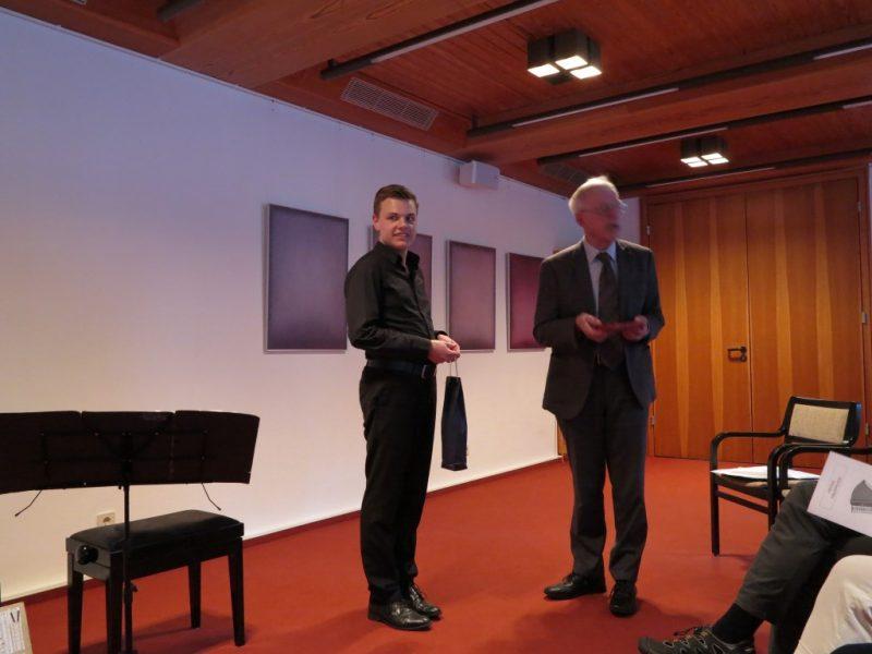 Dr. Norbert Ernst bedankt sich für das tolle Konzert