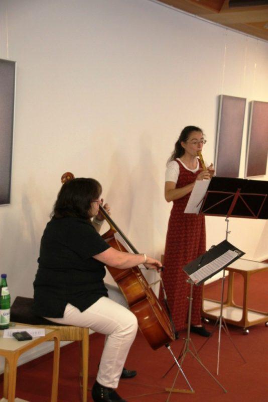 Regina Wenzel (Flöte) und Monika Kasper (Cello) beim Konzert