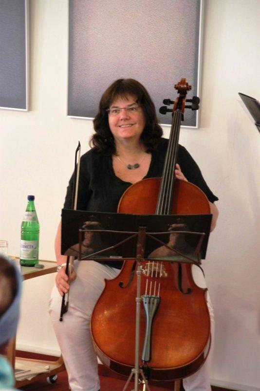 Die Cellistin Monika Kasper aus Bochum