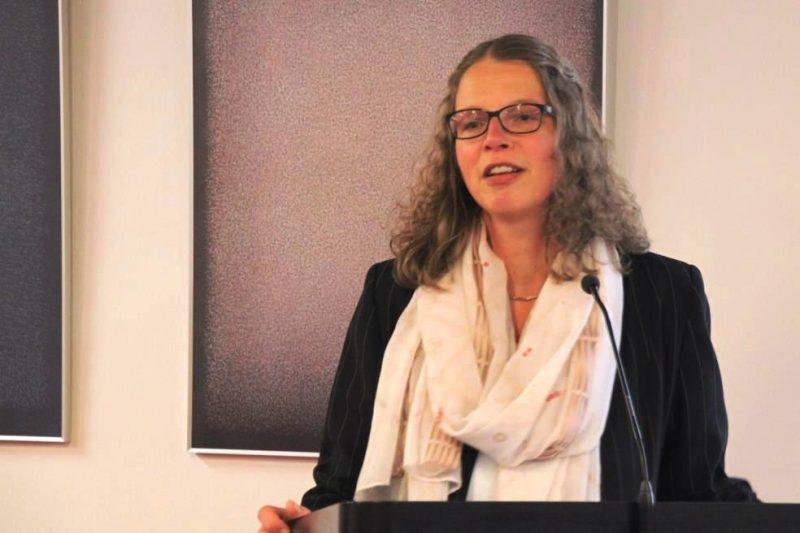 Die Tagungsleiterin Dr. Anne Kirsch begrüßt die Teilnehmerinnen und eröffnet die Tagung