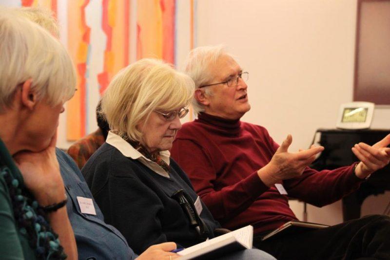 Tagungsgäste bei der Diskussion