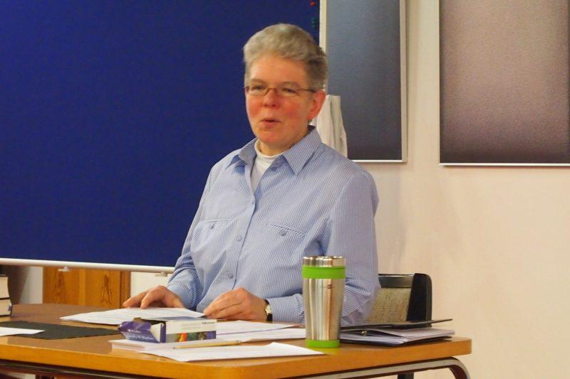 Dagmar-Feldmann-beim-Vortrag