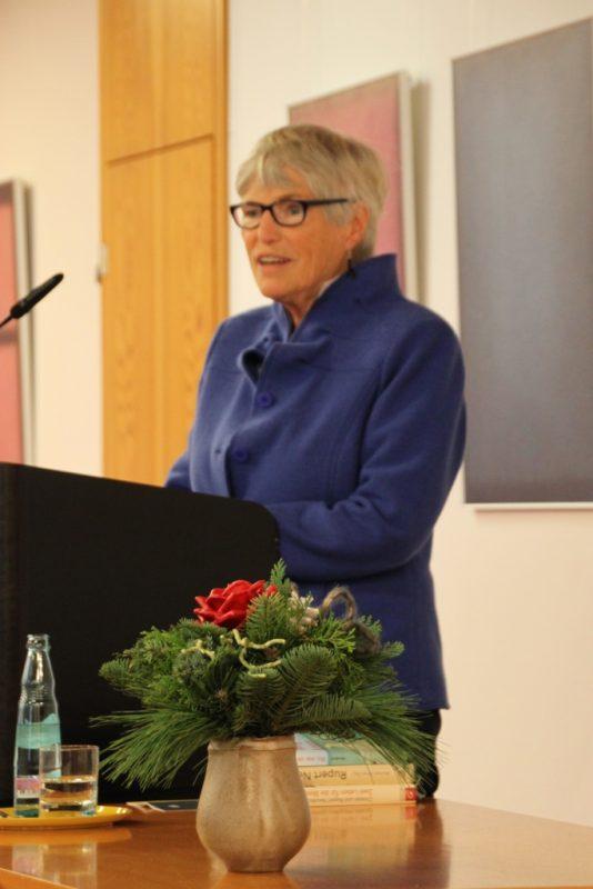 Christel Neudeck beim Vortrag