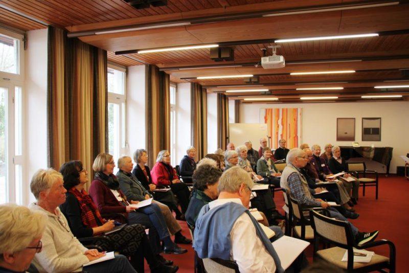 Gespannte Teilnehmer beim Vortrag