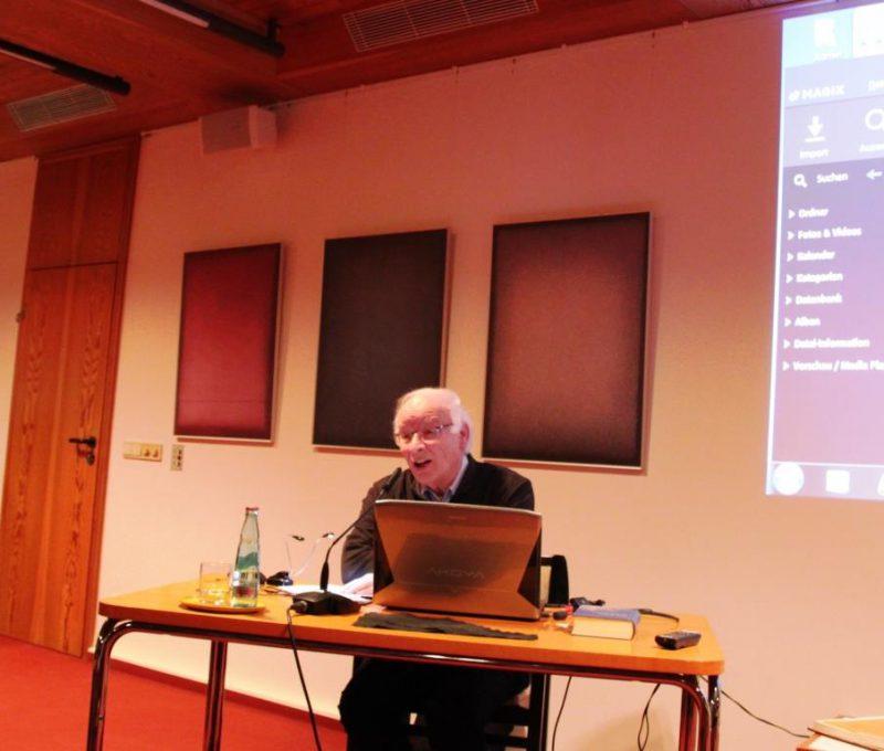Prälat Theodor Ahrens bei seinem Vortrag