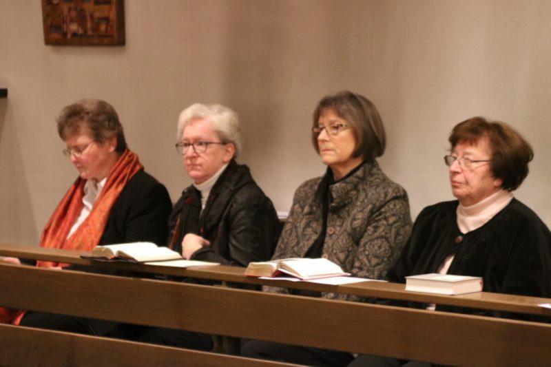 In der Kapelle bei der Aufnahme von Susanne Münchin den Hegge-Ring