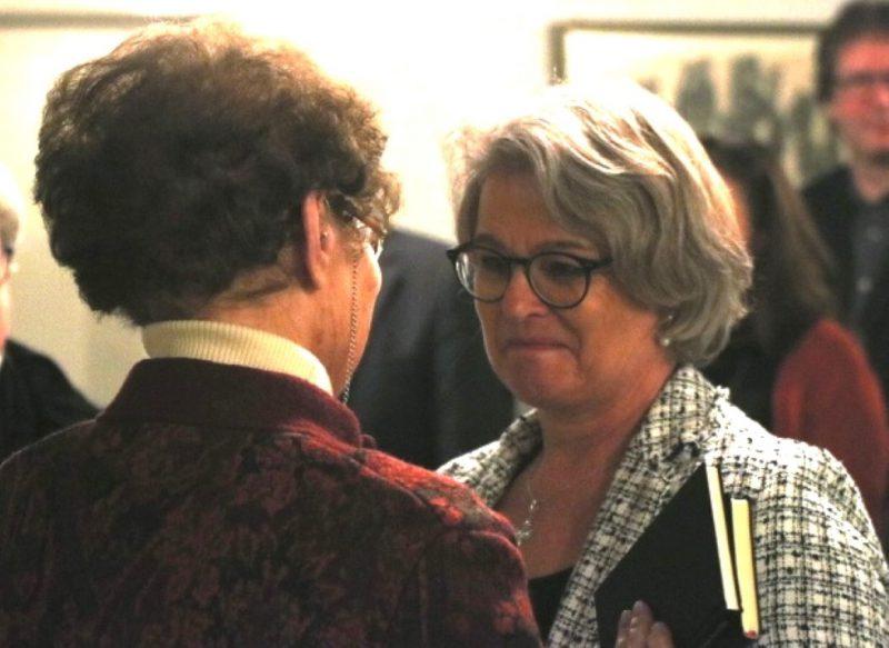 Frau Anna gratuliert Susanne Münch