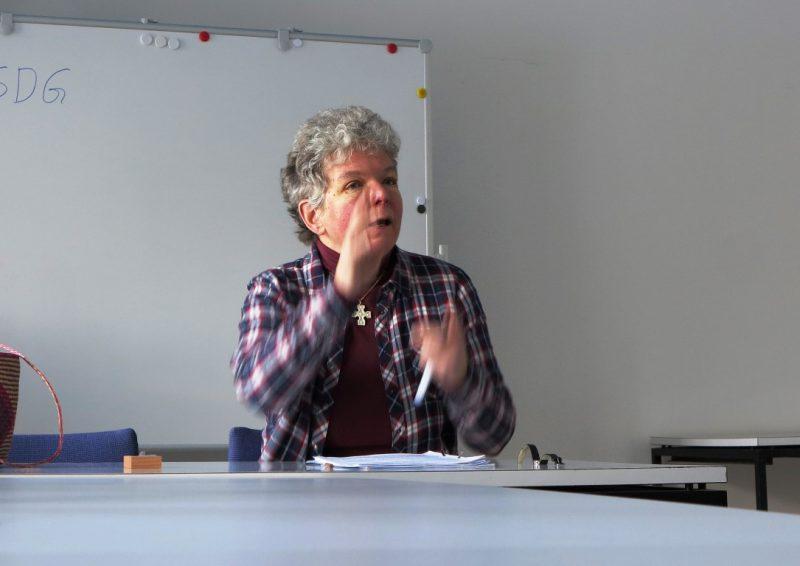 Dagmar Feldmann referiert über 17 Ziele für eine nachhaltige Entwicklung