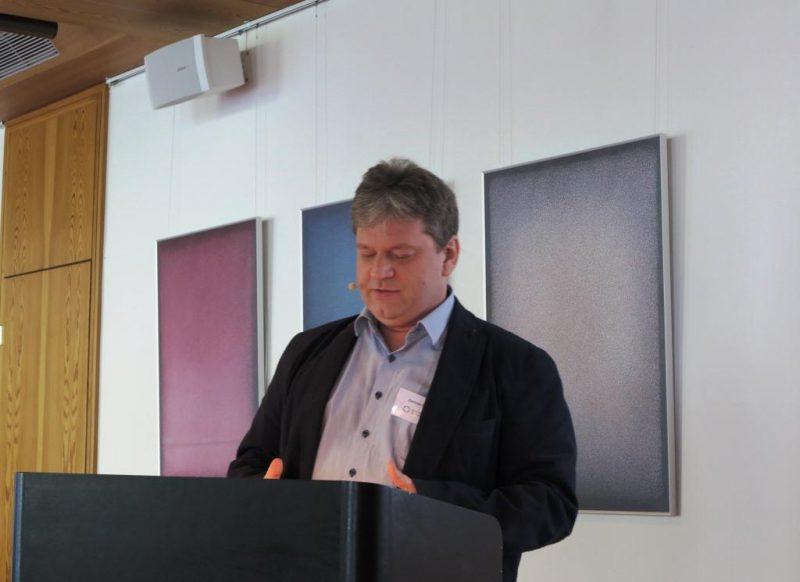 Dipl. theol. Damian Lazarek bei seinem Vortrag über armenische Miniaturen