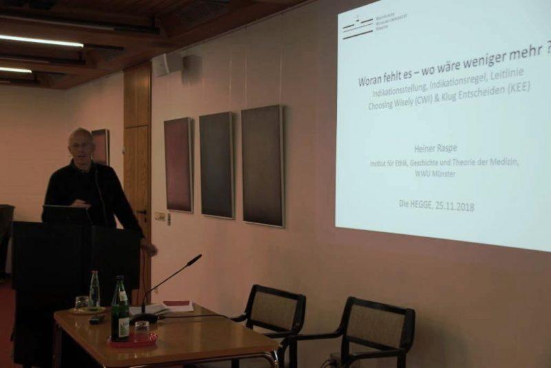 Prof. Raspe beim Vortrag