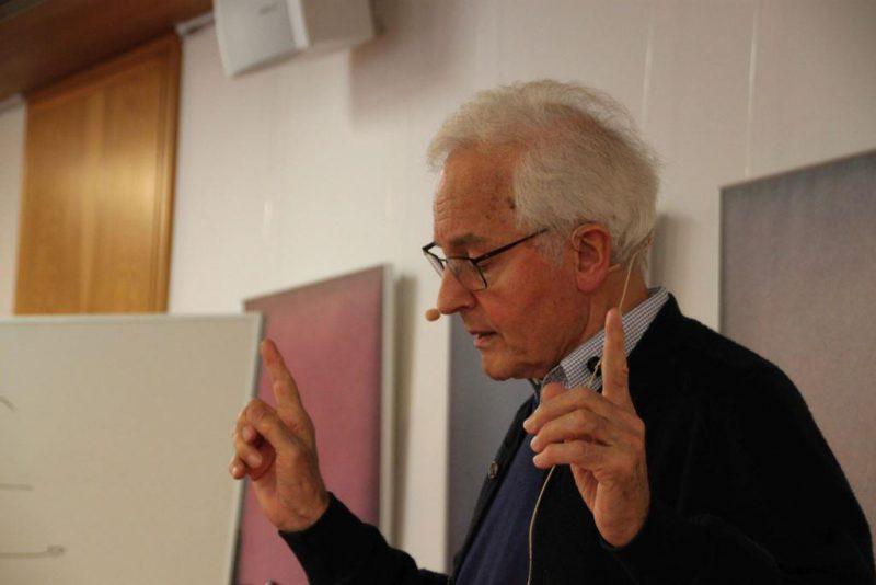 Prof. Kessler beim Vortrag