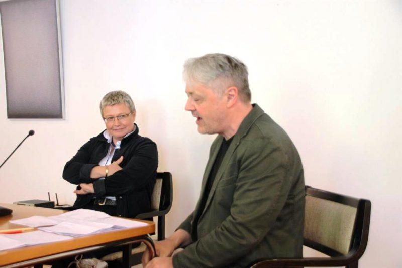Prof. Rahner bei der Diskussion