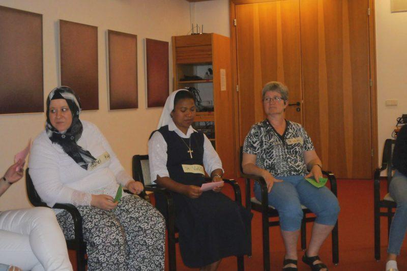 Frauen verschiedener Kulturen im Gespräch
