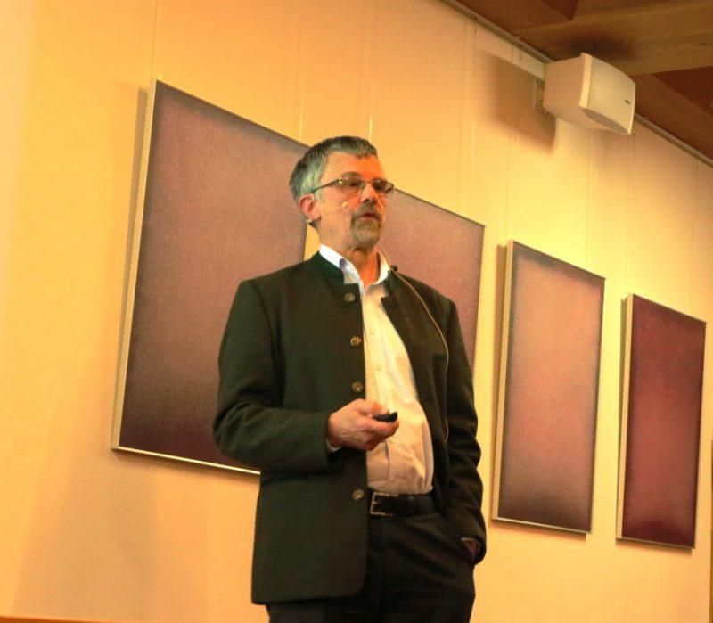 Prof. Dr. Jörg T. Epplen bei seinem Vortrag