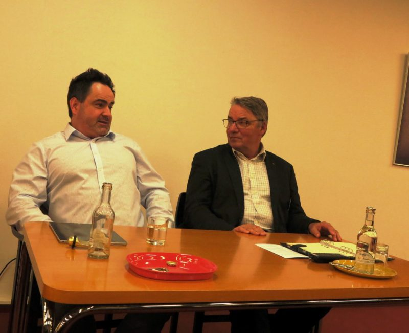 Dr. Polenz lmoderiert die Diskussion mit Dr. jur. Timo Faltus