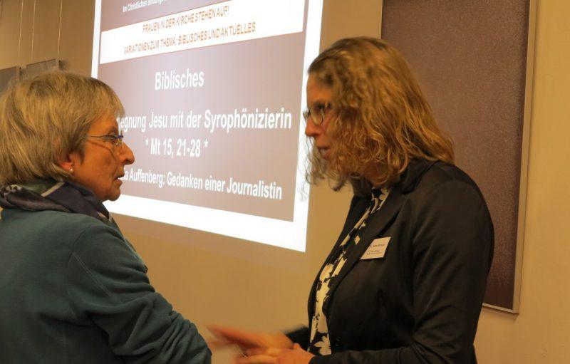 Frau Dr. Kirsch im Gespräch mit einer Tagungsteilnehmerin
