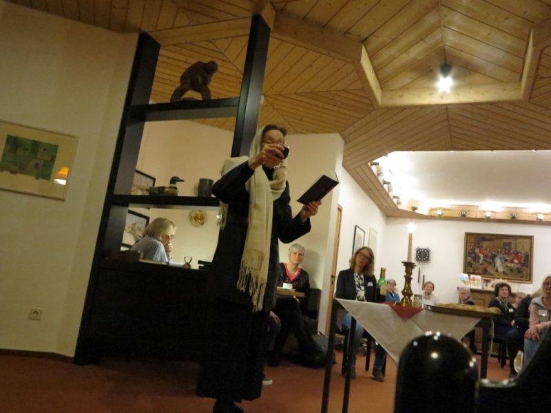 Die Shabbat-Kerzen wurden von Rabbinerin Prof. Dr. E. Goodman-Thau angezündet