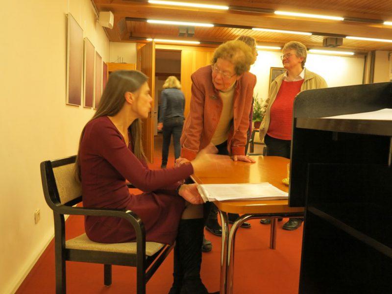 Frau Dr. Florin im Gespräch mit Dr. Anna Ulrich, Die Hegge